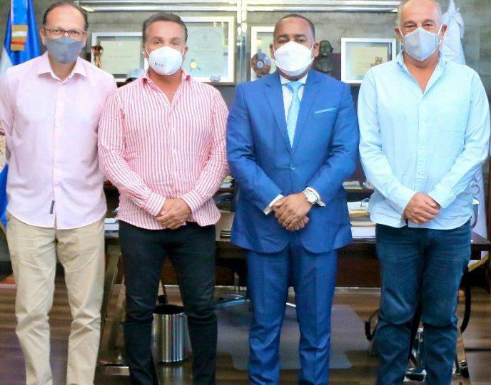 Director del Departamento Aeroportuario recibe empresarios mexicanos interesados en proyecto de Pedernales