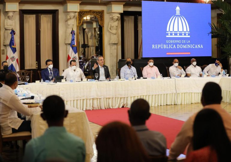 Presidente Abinader se reúne con  juntas de vecinos de San Juan
