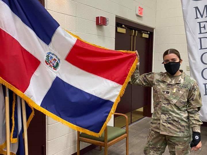 Reconocen carrera militar y profesional de joven dominicana