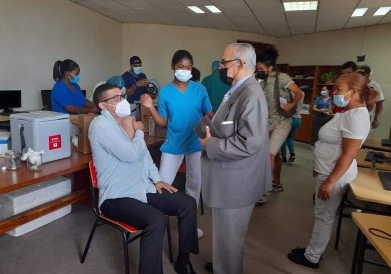 Concluye jornada de vacunación a periodistas contra Covid-19