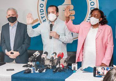 Diputada del PLD María Suárez se juramenta en el PRM