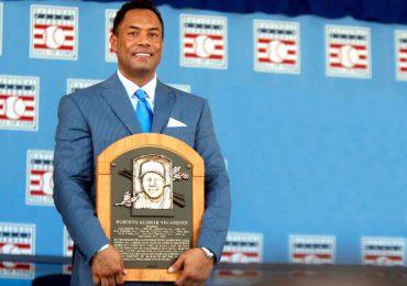 MLB coloca al miembro del Salón de la Fama Roberto Alomar, en lista de inelegibles