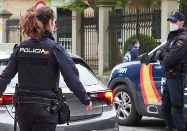 Detienen un hombre en España por infectar a 22 personas con COVID-19