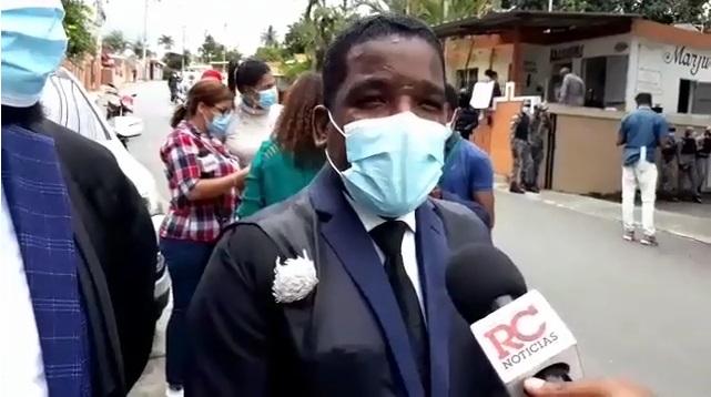 VIDEO | Recusan juez conoce coerción a policías acusados de matar pareja de esposos evangélicos