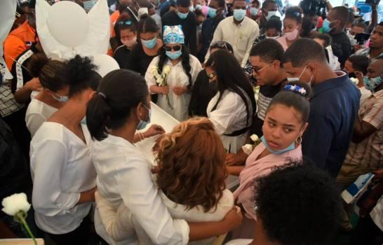Sepultan pareja ultimada por la Policía en Villa Altagracia