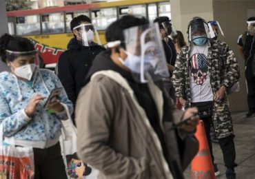 Perú impone uso obligatorio de máscara facial y mascarilla para compras por pandemia