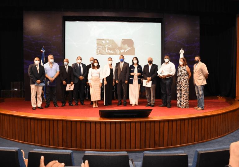 Indotel celebra y reconoce a los radioaficionados del país