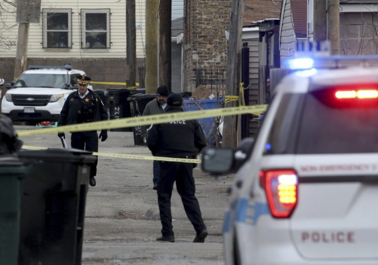 """Familia de un hombre latino que murió tras arresto policial en EEUU pide """"justicia"""""""