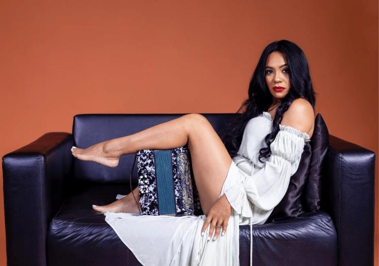"""Raquel Arias lanza merengue """"El Corrientazo"""" de su autoría"""