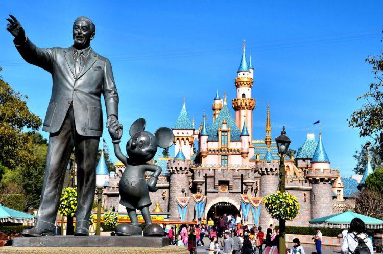 """Fans de Disneylandia viven su """"mejor sensación"""" tras esperada reapertura del parque"""