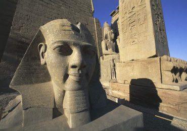 """Descubren """"la ciudad antigua más grande"""" de Egipto cerca de Luxor"""