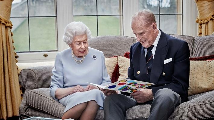 La muerte del príncipe Felipe, un duro revés para una reina ya consternada
