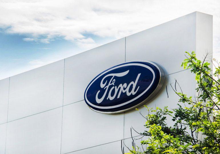 Ford deberá reducir a la mitad producción del 2T  por escasez de semiconductores