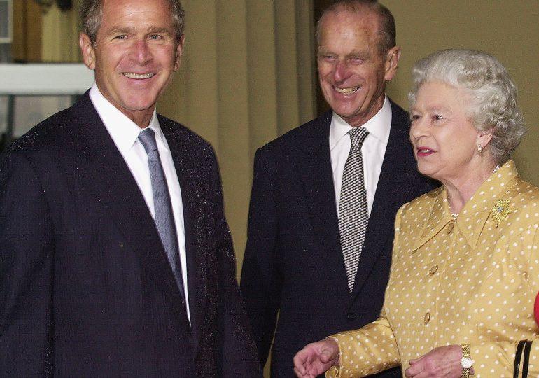 """El príncipe Felipe representó al Reino Unido """"con dignidad"""", dice Bush"""