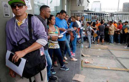Venezolanos comienzan a acudir a migración para regularizar su estatus migratorio