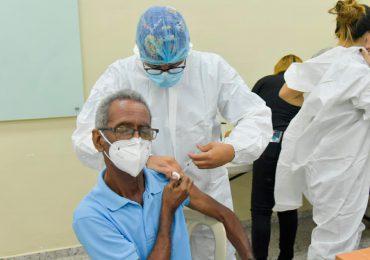 Proceso de vacunación en PUCMM reinicia este jueves
