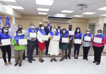 Consejo Nacional de Drogas entrega certificados a 56 líderes de la Pastoral de Salud