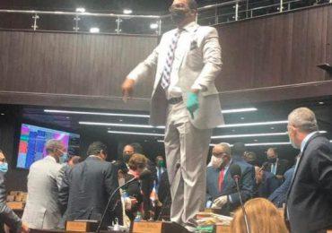 Pedro Botello afirma curul en Cámara de Diputados es de su propiedad y se subirá cuando quiera