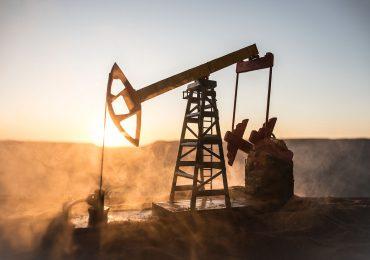 Cotizaciones del petróleo bajan fuertemente este lunes
