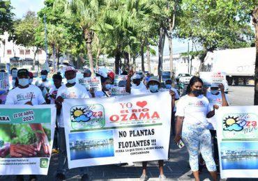 INSAPROMA denuncia proceso de renovación de licencia ambiental de barcaza en río Ozama
