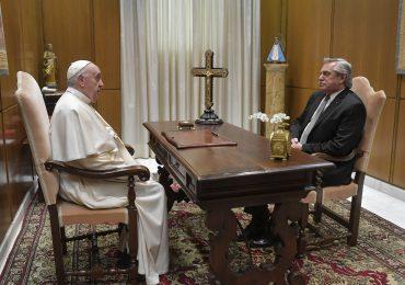 El papa recibe en el Vaticano al presidente argentino Alberto Fernández