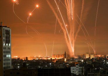 Israel castiga a Gaza mientras el conflicto se recrudece y detiene operación terrestre