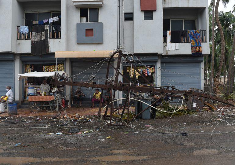 VIDEO    65 desaparecidos y 55 muertos por el paso del ciclón Tauktae en India