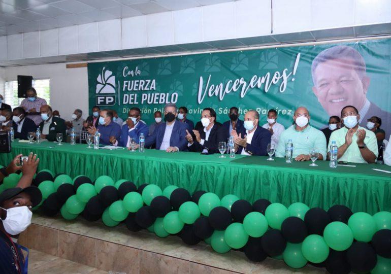Leonel Fernández se reúne con agricultores, ganaderos, empresarios en Sánchez Ramírez