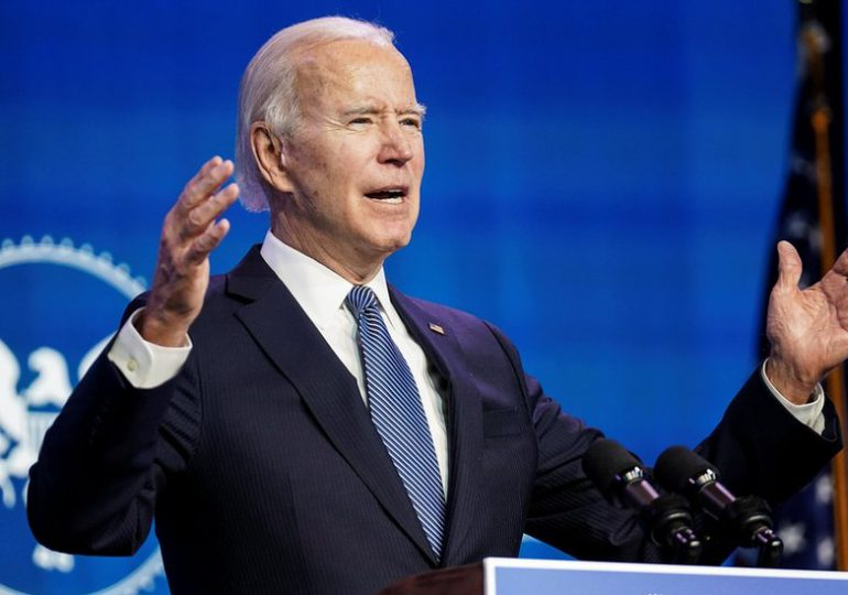"""EEUU puede vacunar """"inmediatamente"""" a adolescentes si lo autorizan, dice Biden"""