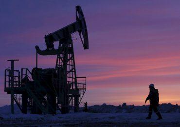 El petróleo cierra prácticamente estable