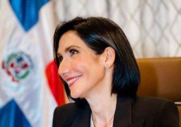 Raquel Arbaje exhorta a la población seguir protocolo luego de la vacunación