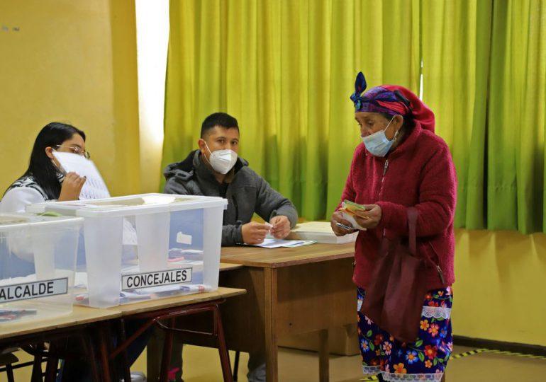 Chile inicia segunda jornada de histórica elección para cambiar su eje social