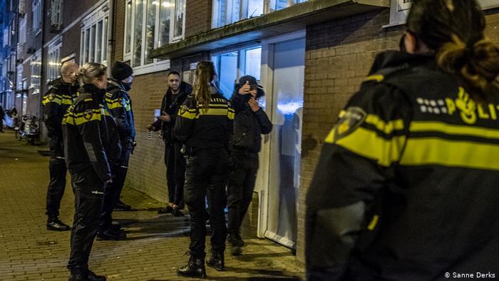 Un muerto tras tiroteo y persecución policial espectacular en Ámsterdam