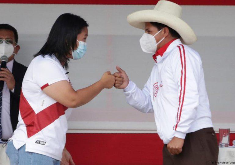 Castillo y Keiko se enfrentan en debate a una semana de balotaje en Perú