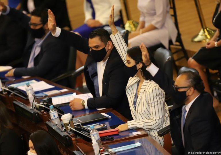 El Salvador: la nueva Asamblea Legislativa destituye a jueces de la Corte Suprema