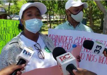 VIDEO | Exempleados de Medio Ambiente, protestan frente al Palacio Nacional por sus prestaciones laborales
