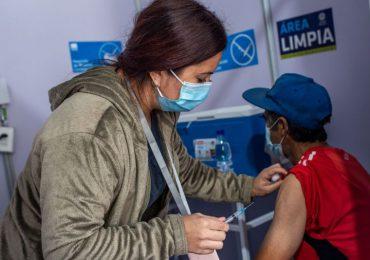 Comienza a regir en Chile permiso que da mayor movilidad a vacunados con dos dosis