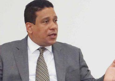 Carlos Pimentel asegura hay  entramado de proveedores que se han enriquecido con los fondos públicos