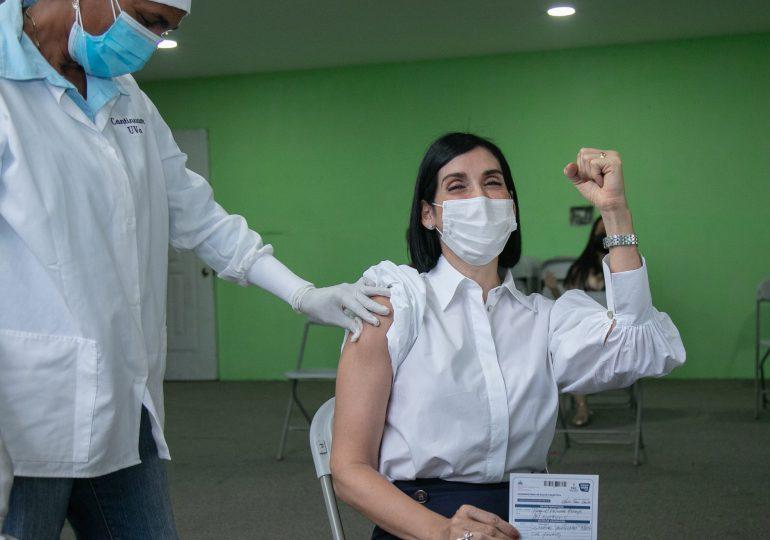 """Raquel Arbaje: """"qué va un pequeño puyoncito"""", tras su primera dosis de vacuna contra Covid-19"""
