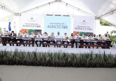 Abinader encabeza acto del Día del Agricultor y reconoce miembros del sector