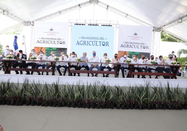 VIDEO | Abinader encabeza acto del Día del Agricultor y reconoce miembros del sector