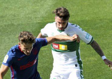El Atlético sufre para ganar; afianza su liderato en España