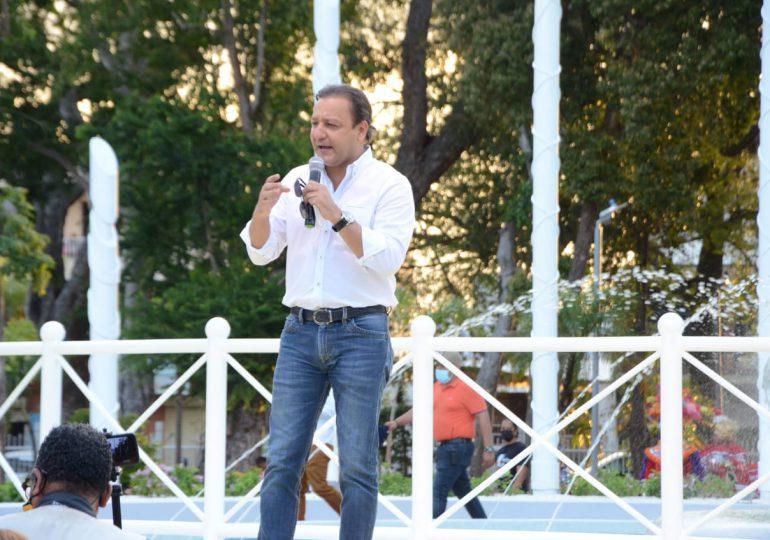 Alcalde Abel Martínez entrega remozado el parque Plaza Valerio