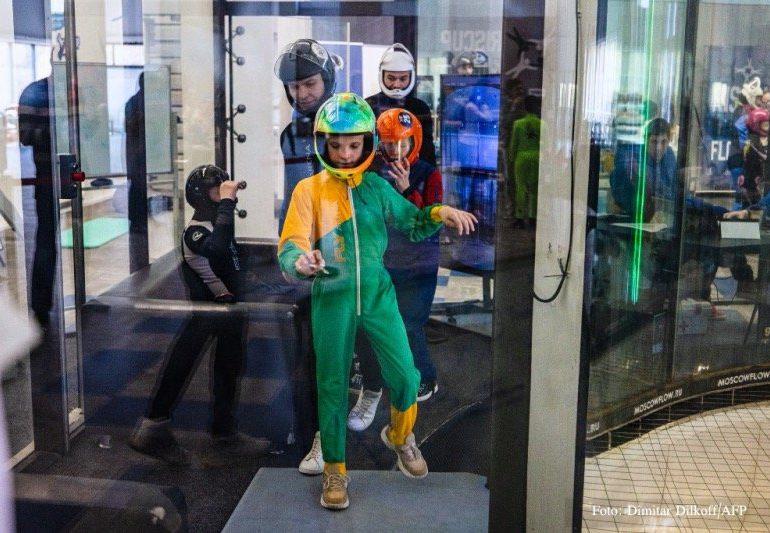 Niños rusos con parálisis cerebral vuelan para mejorar su movimiento