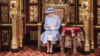 """La reina Isabel II reaparece para presentar programa de """"recuperación nacional"""" de Boris Johnson"""