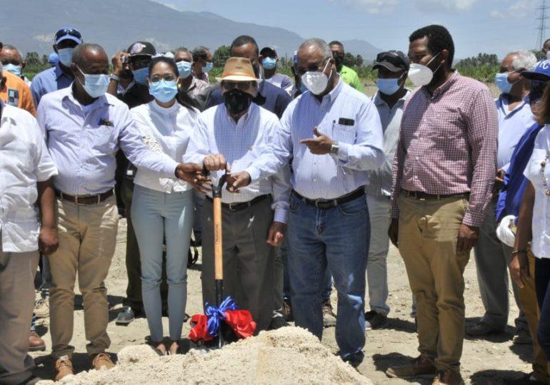 Agricultura inicia construcción de cámaras térmicas para incrementar producción de plátanos