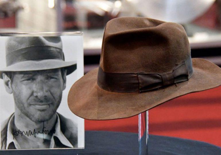 El sombrero de Indiana Jones y un androide de Star Wars, a subasta en Los Ángeles