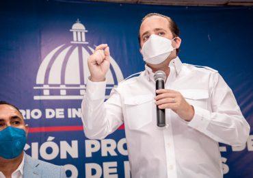 Ignacio Paliza entrega aporte al obispado de SPM,  de más de seis millones de pesos