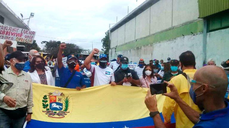 Trabajadores venezolanos exigen a Maduro salarios dignos y vacunación masiva contra el COVID-19