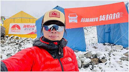 Una mujer de Hong Kong bate el récord de la más rápida ascensión al Everest